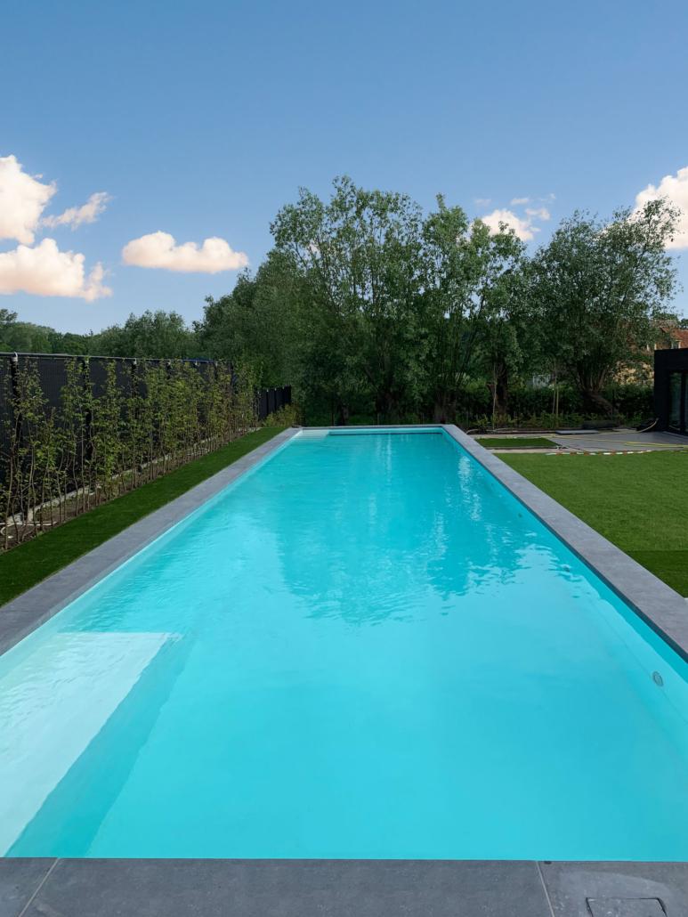 Een 18m lang betonnen zwembad